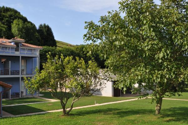Casona La Sierra, fachada trasera y jardín