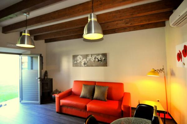 Loft de Logio, salón con estufa de leña